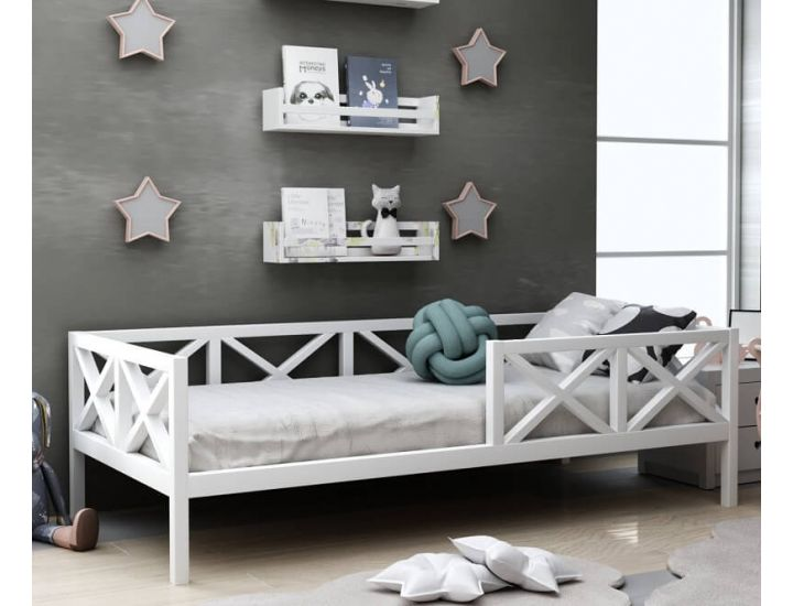 Детская деревянная кровать Микки